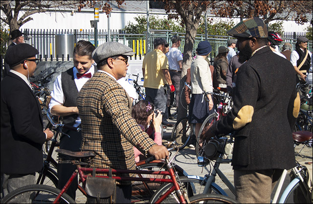 Tweed Ride meetup on a hot LA day
