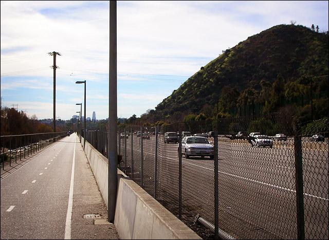 bikepath_freeway (142k image)